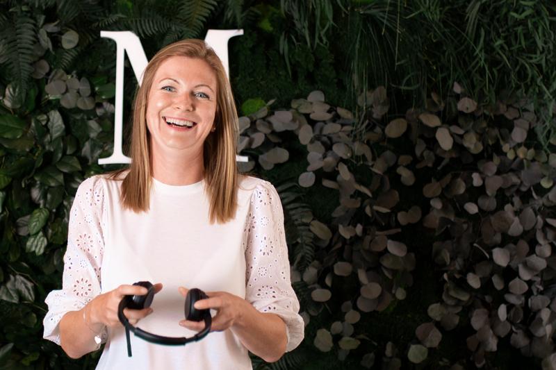 MoosMoos Vertriebsmitarbeiterin Nicole Gommlich mit Headset